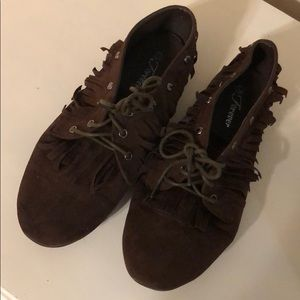 Brown fringe 70s inspired shoes